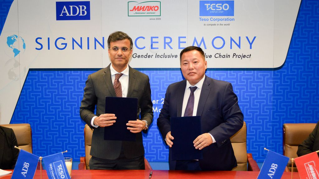 Image: Pavit Ramachandran and Tsogtgerel Odon during the signing of the loan agreement in Ulaanbaatar, Mongolia. Photo: Courtesy of The Asian Development Bank.